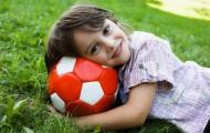 Детские игры на улице с мячом