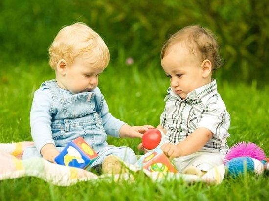 что подарить ребенку на 6 месяцев