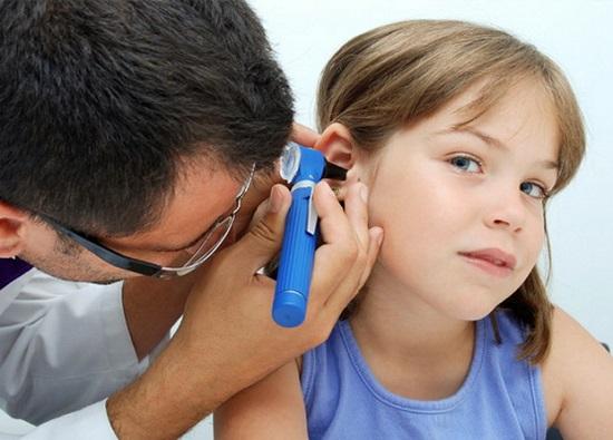 отит уха у ребенка